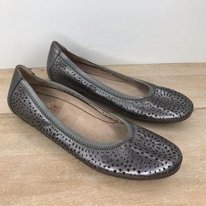 Vionic Robyn Flats Perforated Leather Pewter